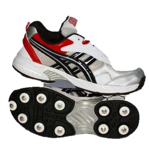 sports shoes with studs